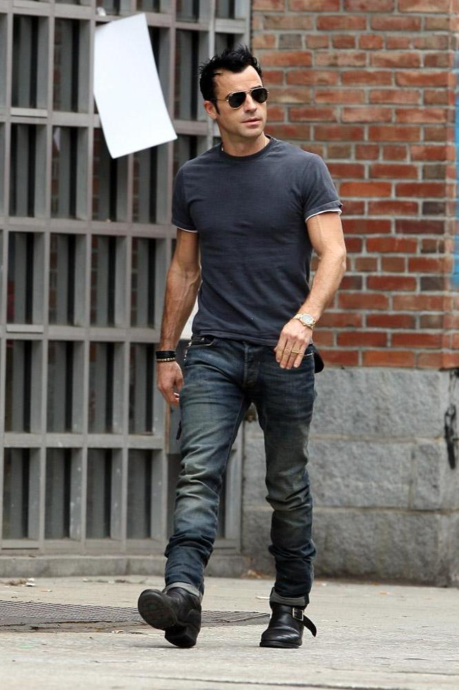 Justin Theroux Loves Jeans And Boots