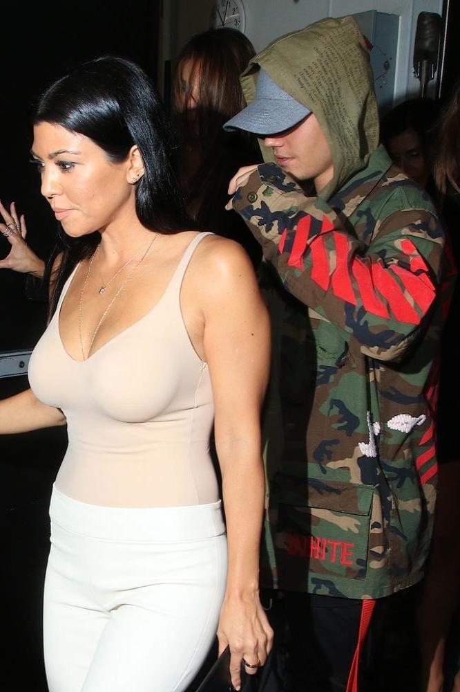 Justin bieber dating kardashian