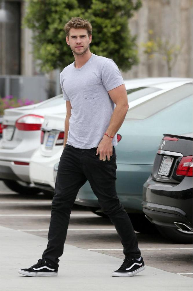 chris hemsworth dating 2013 See all chris hemsworth's marriages, divorces, hookups, break ups, affairs, and dating relationships plus celebrity photos, latest chris hemsworth news, gossip, and biography chris hemsworth is currently married to elsa pataky he has been in three celebrity relationships averaging approximately 42 years each his one marriage has lasted 78 years so far.