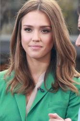 Jessica Alba uses the trick for the red carpet