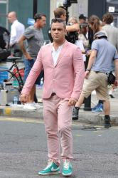 Robbie Williams filming video in London