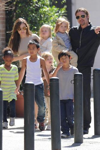 Angelia Jolie, Brad Pitt and their children