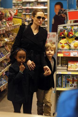 Angelina Jolie with Zahara and Shiloh