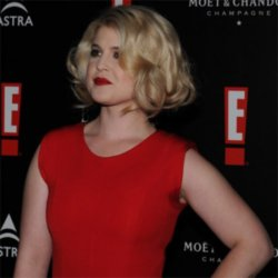 Kelly Osbourne sweating on the red carpet in Munich