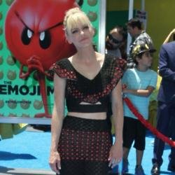 Anna Faris is dating again?