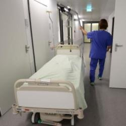 Surgeon carries out successful procedures on dead bodies