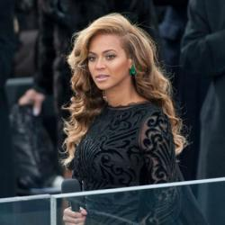 Beyonce looked stunning in Emilio Pucci and emerald jewellery