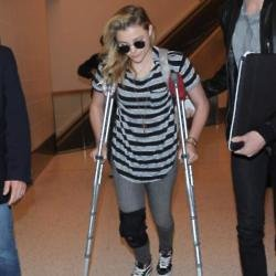 Chloe Grace Moretz braved wearing a pair of high heels to the People Magazine Awards despite having a sprained knee and walking with crutches earlier