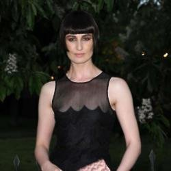 Erin O'Connor looks sleek in her black dress