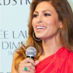 Eva Mendes shows off emerald ring in Miami