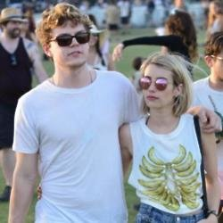 Evan Peters und Emma Roberts