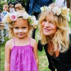 Goldie Hawn and her granddaughter (c) Instagram