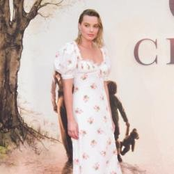 Margot Robbie dresses like a man