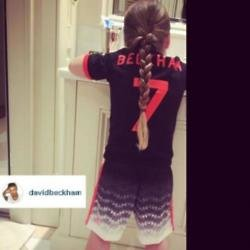 Harper Beckham brushing her teeth (c) Instagram/ David Beckham