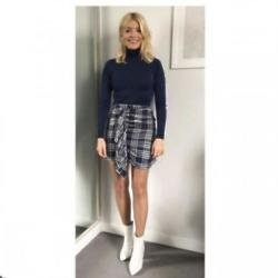 Holly Willoughby (c) Instagram