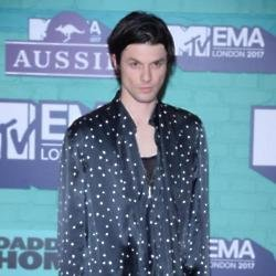 James Bay at the 2017 MTV EMAs