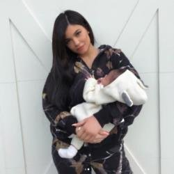 Kylie Jenner and Stormi (c) Instagram