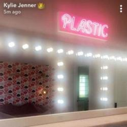Kylie Jenner's neon sign (c) Snapchat