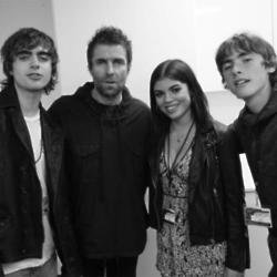 Liam Gallagher with his daughter Molly and sons Lennon and Gene (c) Instagram