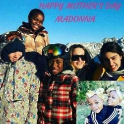 Madonna and her kids (c) Instagram