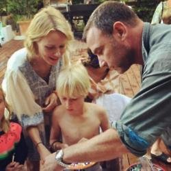 Naomi Watts, Liev Schreiber and son Sasha (c) Instagram