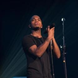 Ne-Yo on stage at Brixton Academy