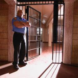 Prisoner sues government for 750m