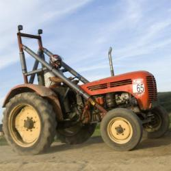 Man attempts to outrun police in a tractor