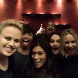 Rebel Wilson, Jennifer Lawrence and friends (c) Twitter