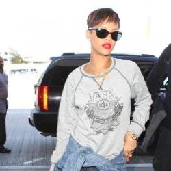 Rihanna Blows Chris Brown a Kiss at Courthouse – Is She Crazy?