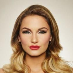 Sam Faiers wearing Lashes By Samantha