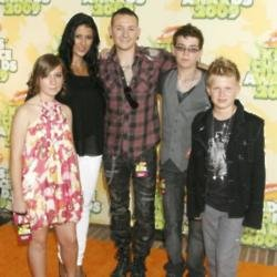 Chester Bennington with his wife and kids