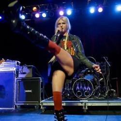 Female First Taylor Momsen Live