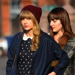 Taylor Swift looks chic in her beanie hat