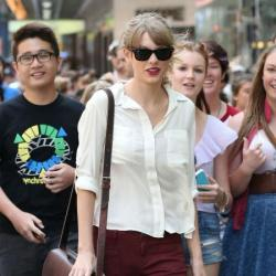 Taylor Swift dresses her maroon trousers down