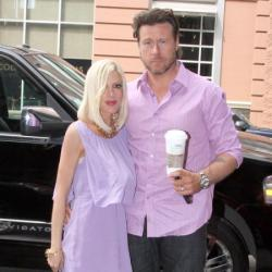 Tori Spelling with husband Dean McDermott