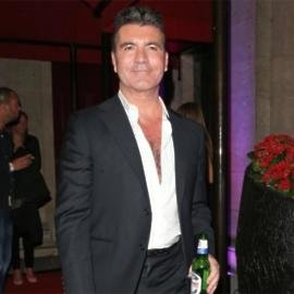 Simon Cowell Serenaded By Gloria Gaynor