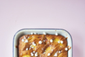 Peach and dulce de leche cake recipe with meringues and cream