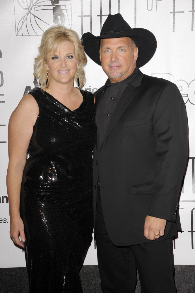 Celebrity wedding anniversary garth brooks and trisha for Is garth brooks and trisha yearwood still married