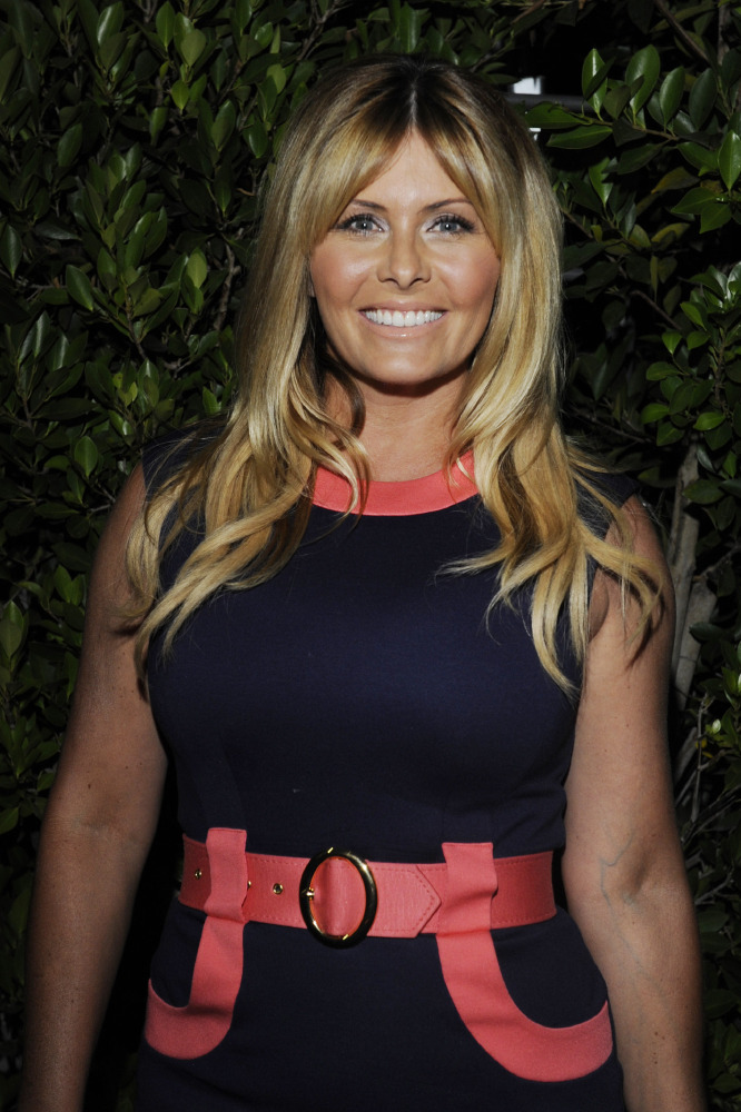 Fashion competition 2017 - Nicole Eggert Shows Off Bruises After Ing Accident