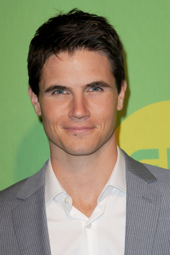 Robbie Amell teases return to ...