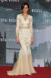 Kate Beckinsale stunned in the champagne-coloured gown