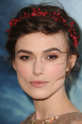 Keira opted for a ethereal beauty look at the première