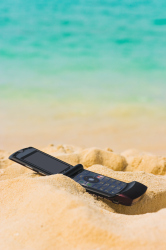 Young travellers should invest in phone protection