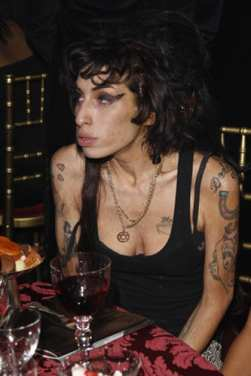amy winehouse the style icon really female first blog. Black Bedroom Furniture Sets. Home Design Ideas