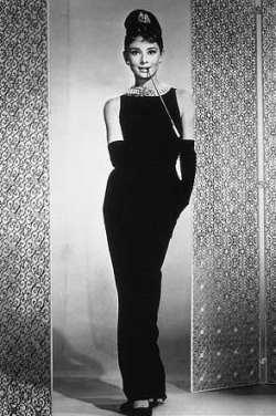 Черное платье Одри Хэпберн от Givenchy воссоздано для Барби.