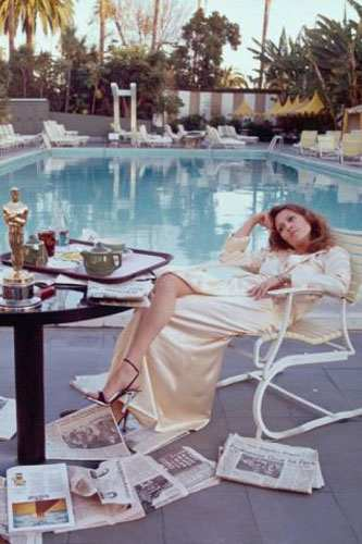 Faye Dunaway relaxing after Oscar success