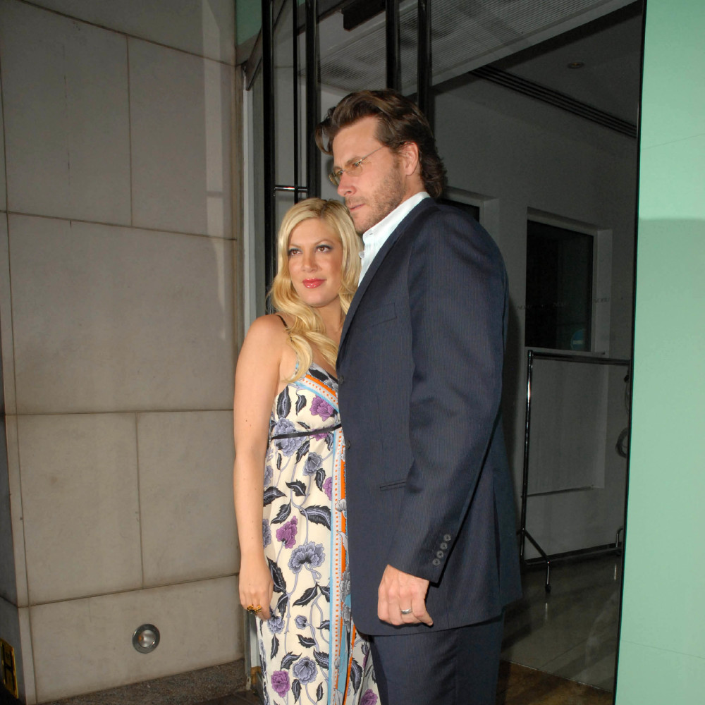 Tori Spelling and Dean McDermott (Credit: Famous)
