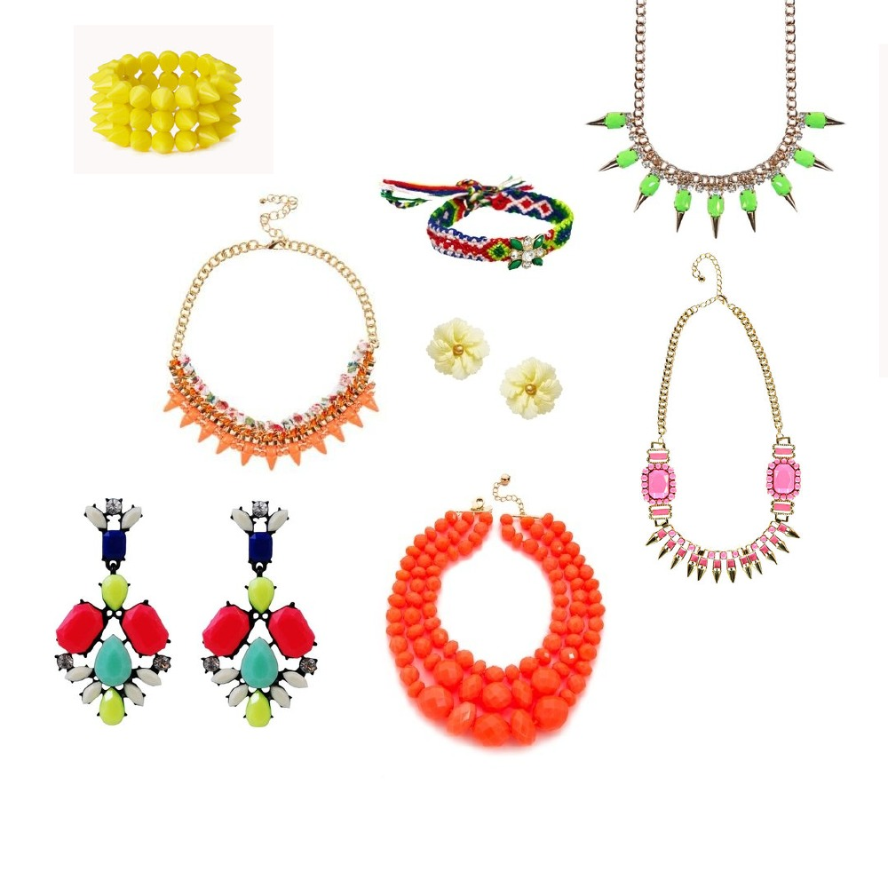 Bright jewellery will reawaken a summer outfit
