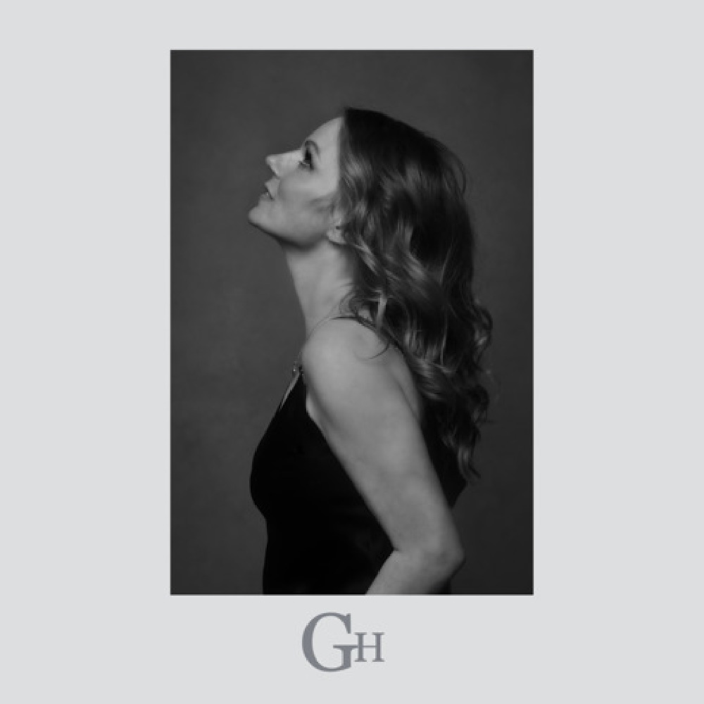Geri is back with 'Angels in Chains'